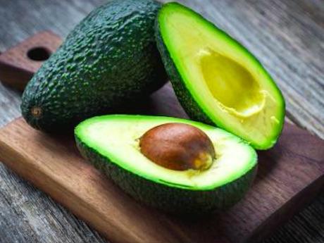 9afc705e00a1 La demanda de esta fruta en el mercado chino está creciendo con rapidez y  la competencia entre los productores de los dos países latinoamericanos va  en ...